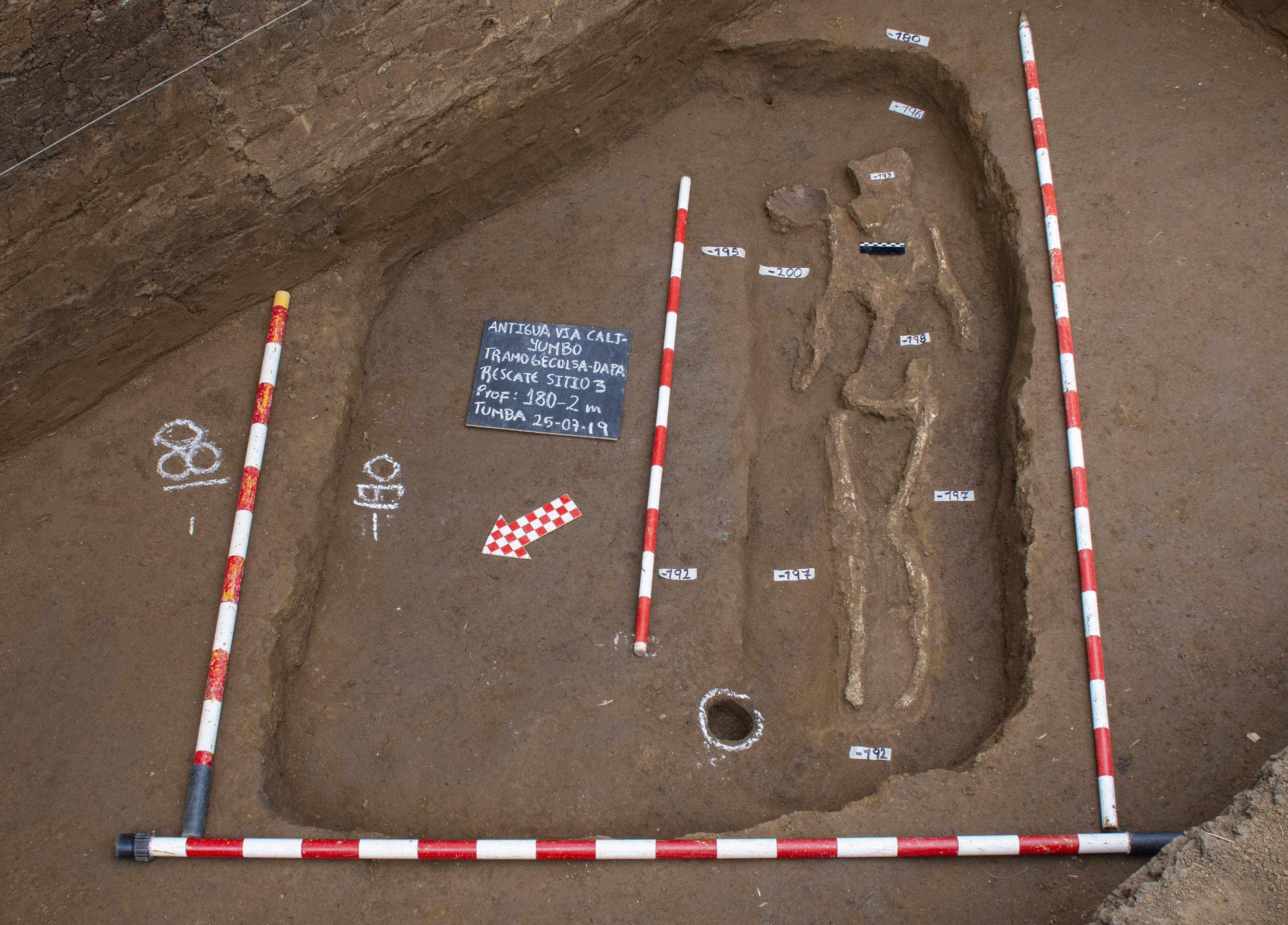 noticias-destacadas/-aparece-nueva-tumba-en-excavaciones-arqueologicas-en-la-via-cali---yumbo---crucero-dapa